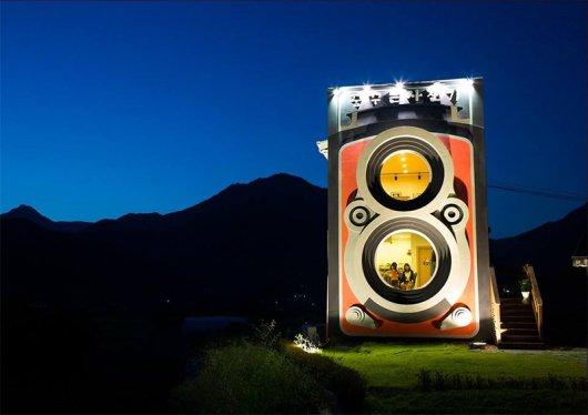 giant-rolleiflex-camera-coffee-shop-building-dreamy-2