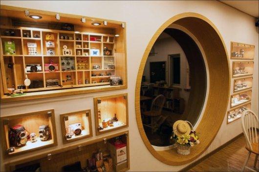 giant-rolleiflex-camera-coffee-shop-building-dreamy-5