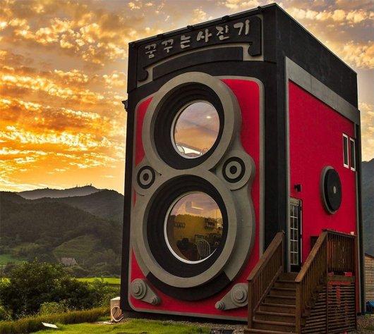 giant-rolleiflex-camera-coffee-shop-building-dreamy